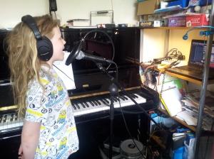 Tula Hykel Singing